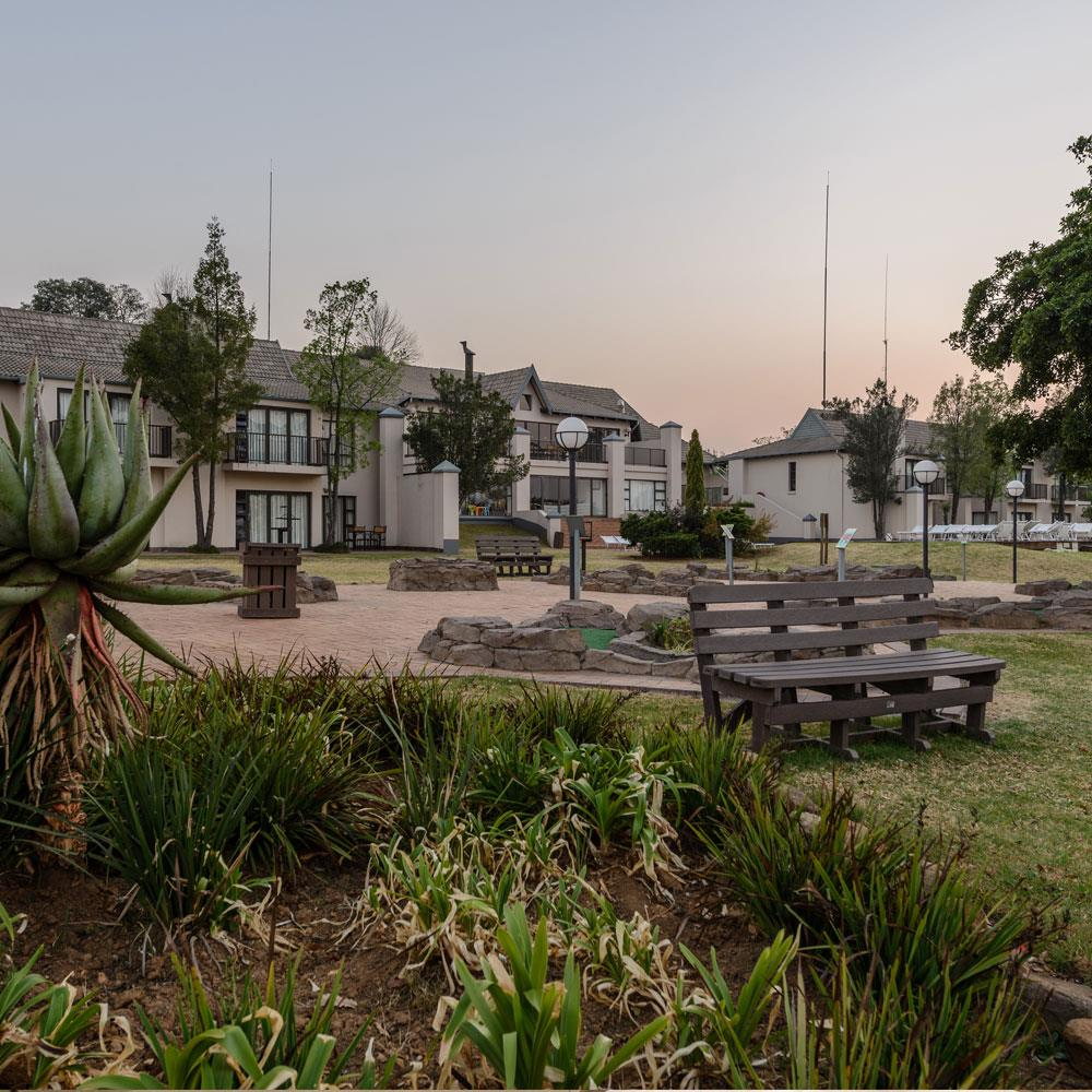 Holiday Park Apartments: Cayley Mountain Resort (Holiday Club) In Cathkin Park, KZN